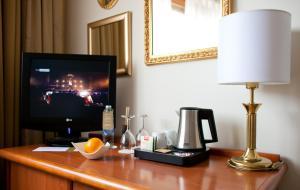 Una televisión o centro de entretenimiento en Hotel Globo
