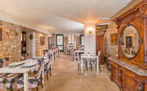 A restaurant or other place to eat at Hotel Villa Valdibora