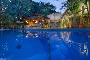 The swimming pool at or close to Pousada Ogum Marinho