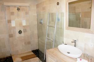 A bathroom at MAHAMAYA Gili Meno