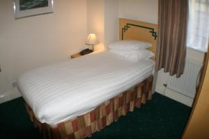 A bed or beds in a room at Hanover Hotel & McCartney's Bar