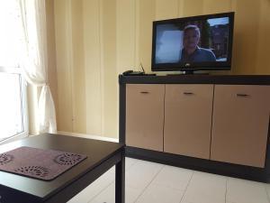 Telewizja i/lub zestaw kina domowego w obiekcie Apartamenty w Hotelu DIVA