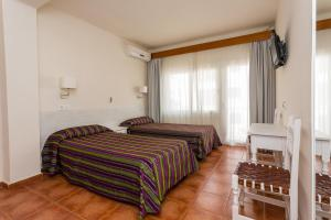 A bed or beds in a room at Hostal Sol y Miel