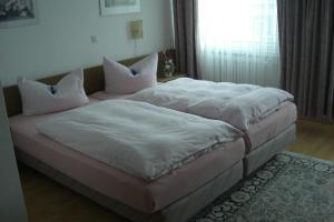 Кровать или кровати в номере Hotel Solinger Hof