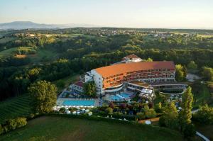 Blick auf Hotel & Spa Der Steirerhof aus der Vogelperspektive