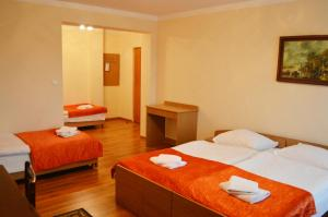 Posteľ alebo postele v izbe v ubytovaní Hotel Monika
