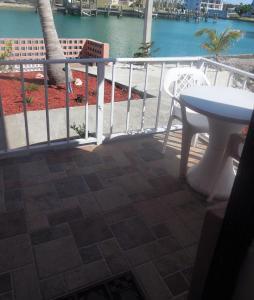 Балкон или терраса в Dundee Bay Villas