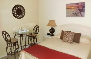 Кровать или кровати в номере Dundee Bay Villas