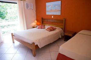 Cama ou camas em um quarto em Pousada Marbella Inn