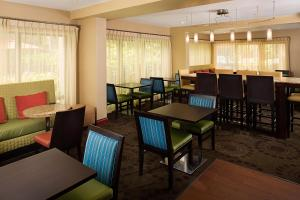 A restaurant or other place to eat at Hampton Inn Naples-Central