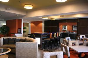 The lounge or bar area at Hampton Inn Springfield