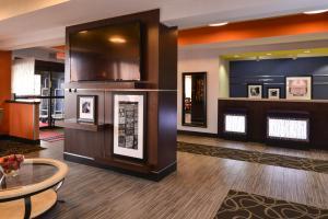 The lobby or reception area at Hampton Inn Springfield