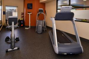 The fitness center and/or fitness facilities at Hampton Inn Springfield