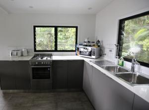 A kitchen or kitchenette at Stonewood Views
