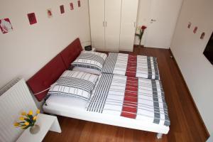 Ein Bett oder Betten in einem Zimmer der Unterkunft Wohnung Strandallee