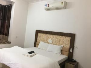 A bed or beds in a room at Roop Shree Hotel