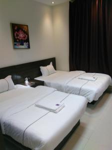 Cama ou camas em um quarto em Awali Rose- Awali District Makkah