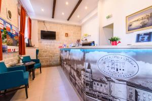 The lobby or reception area at Hotel Vila Sikaa