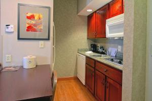 A kitchen or kitchenette at Homewood Suites by Hilton Bloomington
