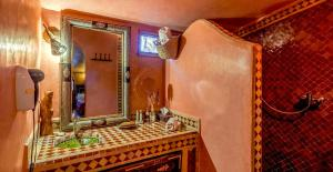 Un baño de Chez Le Pacha