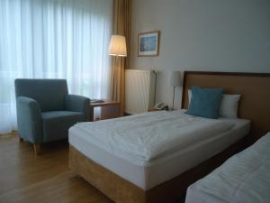 A bed or beds in a room at Thiesmann´s Hotel & Restaurant