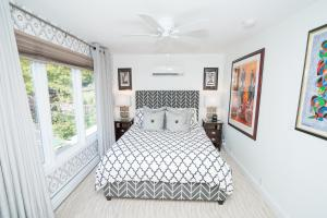 A bed or beds in a room at South Bridge Bed and Breakfast