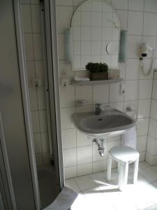 Ein Badezimmer in der Unterkunft Hotel Kronprinz