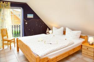 Ein Bett oder Betten in einem Zimmer der Unterkunft Ferienwohnung Milow