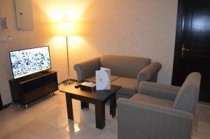 Uma área de estar em Semac Apartment Hotel