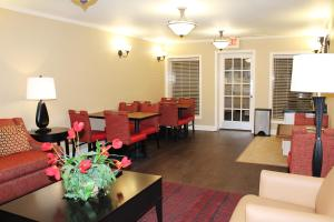 A restaurant or other place to eat at Extended Stay America Suites - Las Vegas - Midtown