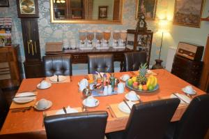 A restaurant or other place to eat at The Quaich B&B