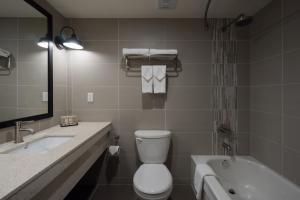 A bathroom at Banff Inn