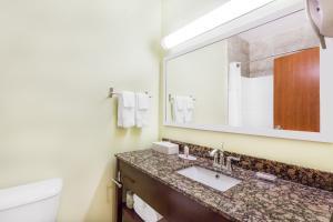 A bathroom at Ramada by Wyndham Carlyle