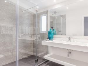 A bathroom at Vilalara Thalassa Resort