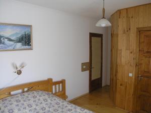 A bed or beds in a room at Sadyba Bilya Richky