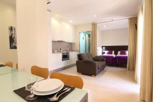 A seating area at ClassBedroom Barcelona Beach Apartments