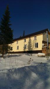 Guest House Bukahouse during the winter