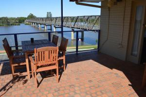 A view of the pool at Taree Motor Inn or nearby