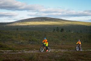 Pyöräilyä majoituspaikan Fell Centre Kiilopää, Hotelli Niilanpää alueella tai lähistöllä