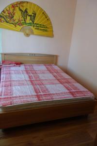 Кровать или кровати в номере Apartments on Anfinogenova