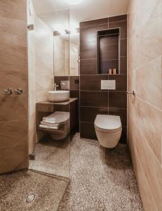 A bathroom at Mr. Jordaan