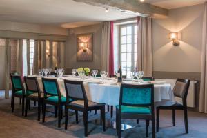A restaurant or other place to eat at Hôtel Aux Vieux Remparts, The Originals Relais (Relais du Silence)