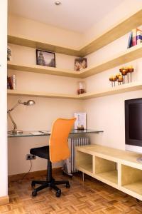 Una televisión o centro de entretenimiento en Apartamento Montesa