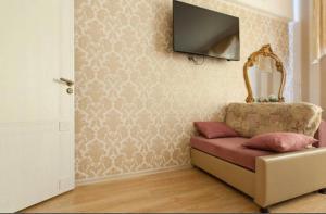 Телевизор и/или развлекательный центр в Apartment by Kremlin