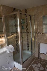 A bathroom at Ruxley Rooms