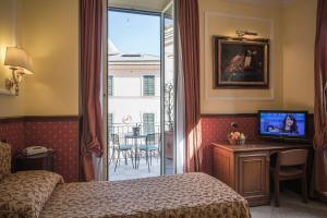 A bed or beds in a room at Hotel Donatello