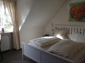 A bed or beds in a room at Hotel Pirsch-Mühle
