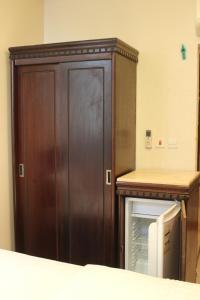 Cama ou camas em um quarto em Manar Alkaram Hotel