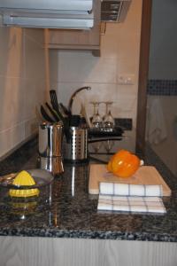 A kitchen or kitchenette at Santa Cruz