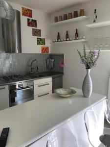 Cucina o angolo cottura di Charming Apartment in Milan - East